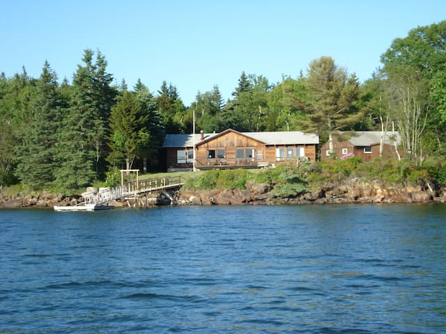 Davis Cove Lodge - Cushing - Casa