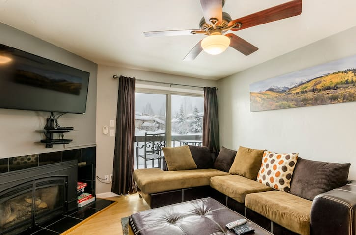 Newly updated 2Bd/2BA near Gondola Square and bus! - Steamboat Springs