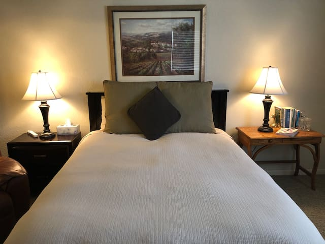 Comfy Clean & Convenient @  Casitas on the Green