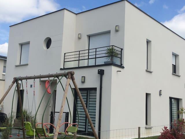Maison familiale quartier calme - Saint-Sylvain-d'Anjou - Casa