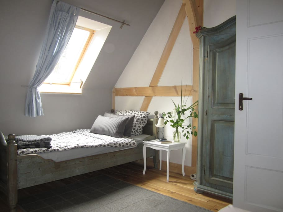 2-Bett-Schlafraum Einzelbett