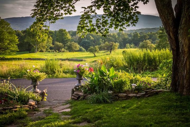 Cozy farmhouse w/ stunning views on 135 acres+pond