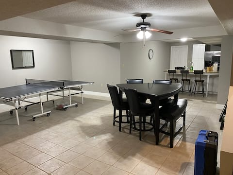 Luxury Comfortable 2BR guest suite, Ideal Location