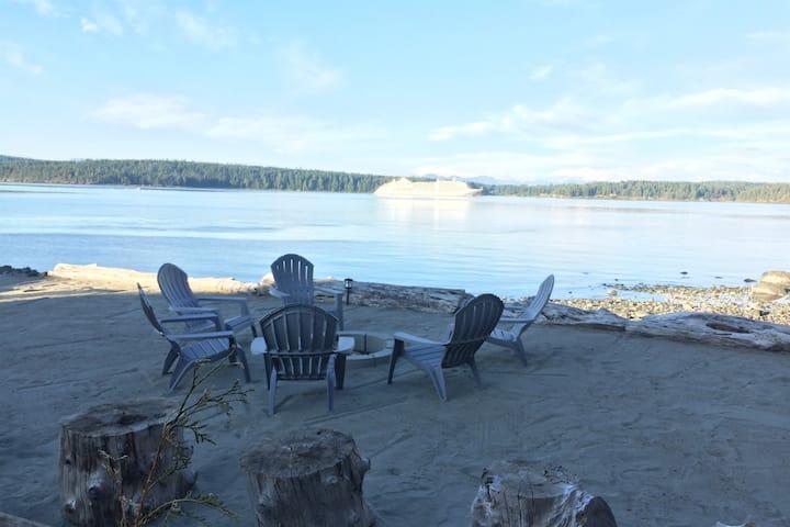 Beach Front -Luxury -Private Hot Tub -Sandy Beach