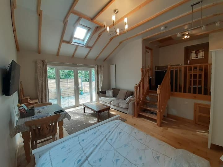 Peaceful annexe, parking, 2 miles from Tenby.