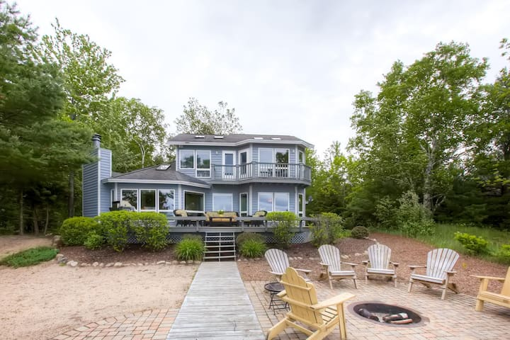 Lakefront 4BR Charlevoix Home - Charlevoix - House