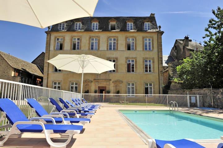 Chateau Ricard: Appartement N°1 - 2 pièces-piscine