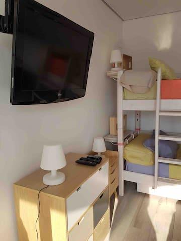 Chambre des enfants - Deux lits superposés avec un lit simple