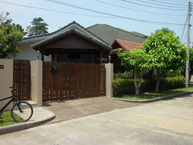 A comfortable western style home - Chiang Mai - House