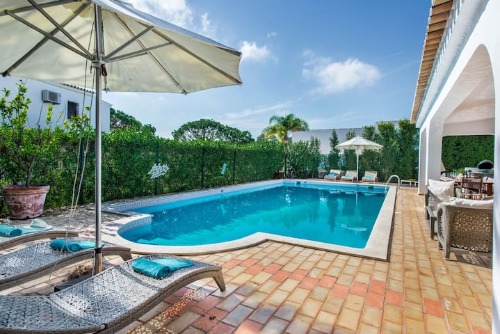 Recently modernised villa with private heated pool - Almancil - Villa