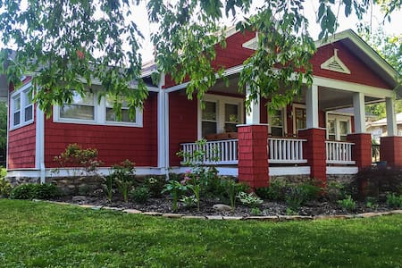 THE RED COTTAGE  Our lowest rates thru April 1st!! - Black Mountain