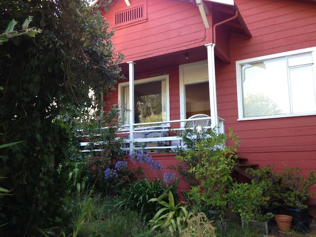 Quaint Sausalito Home 2 blocks off the water