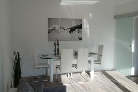 Helle und moderne Wohnung mit Wlan Vollausstattung