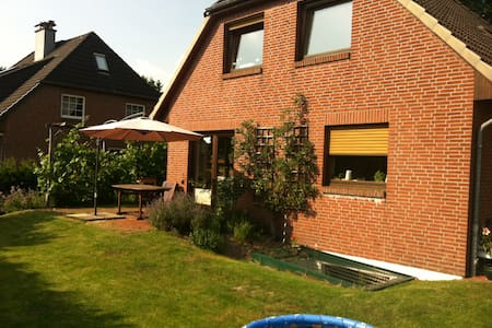 Family Home close to Hamburg City - Casa