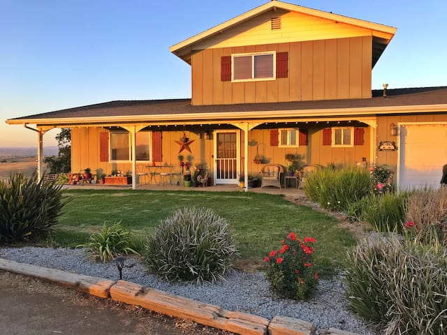 Charming 4bdrm home on a 13 acre horse ranch