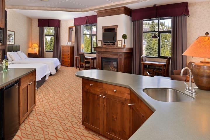 Lodge at Big Sky Master Suite