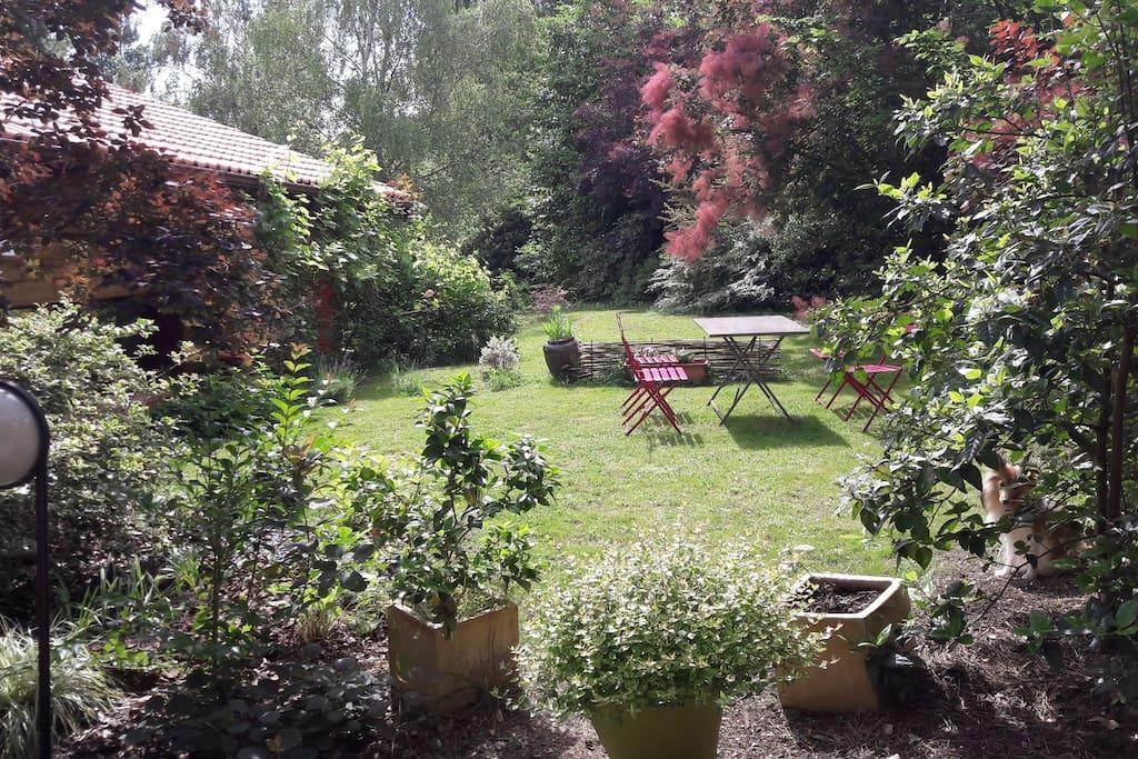 le petit jardin privatif. private garden.