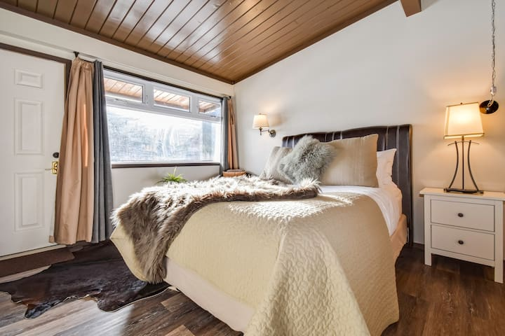 ★Renovated suite,perfect for hikes & city escapes★