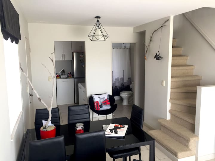 Habitación en casa nueva con estilo minimalista