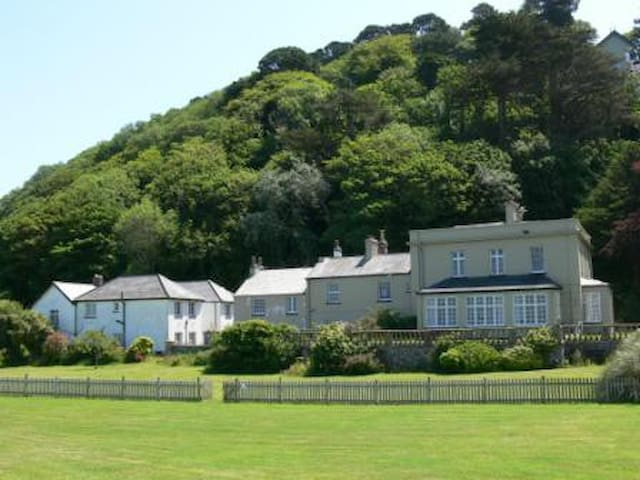 Room 2 Realms House (by the sea at Lynmouth Manor)