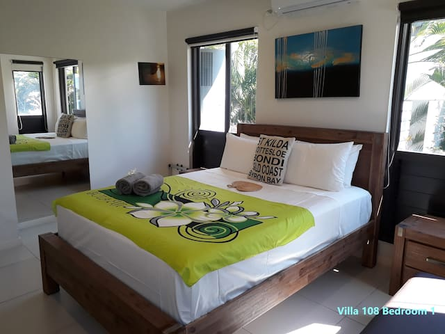 Villa 108 Bedroom 1    108号别墅楼下卧室1 大床间 空调 风扇 全实木家具