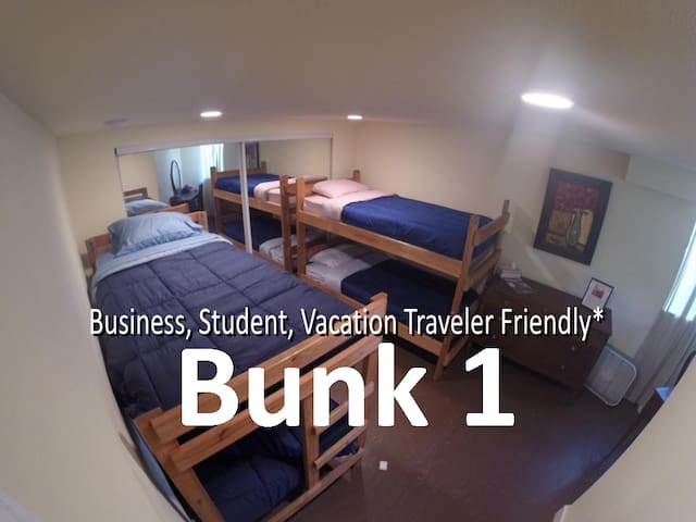 Traveler's Hub: Reflection Way/BUNK 1 (Bottom) - Portland - Hus