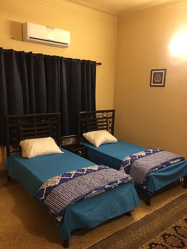 Twin Room on main Shahrah E Faisal