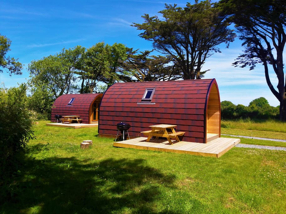 Wren cosy contemporary self contained cabin huts for for Self contained cabin