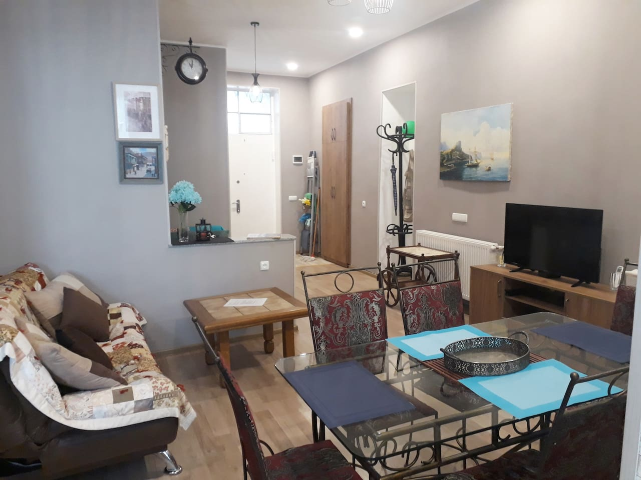 SITTING ROOM: CLOCK,TABLES, TV AND EXTENDABLE SOFA