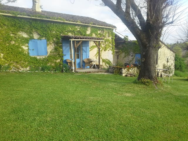 Delightful little country cottage. - Saint-Eutrope-de-Born - Casa