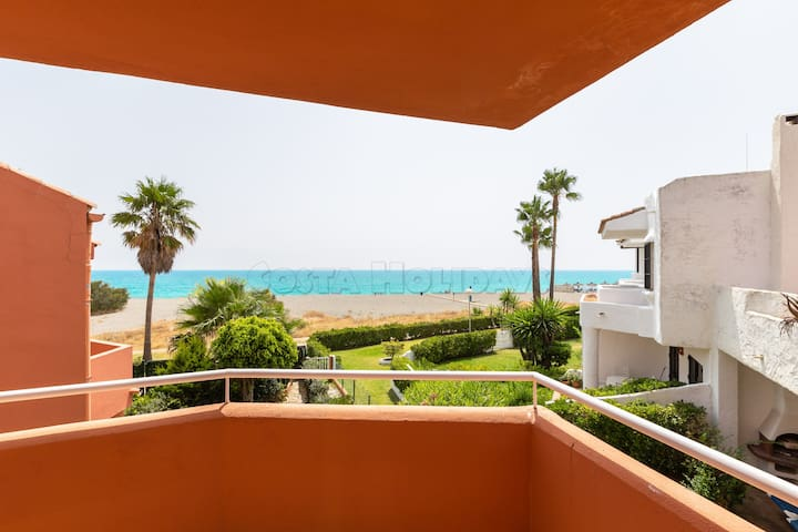 3 bedroom townhouse with private garden, barbecue, sea views and communal pools