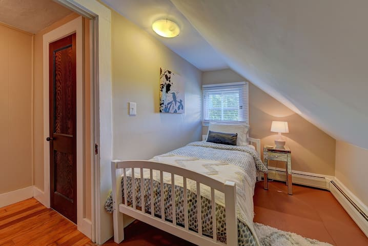 3rd Bedroom- Twin Bed