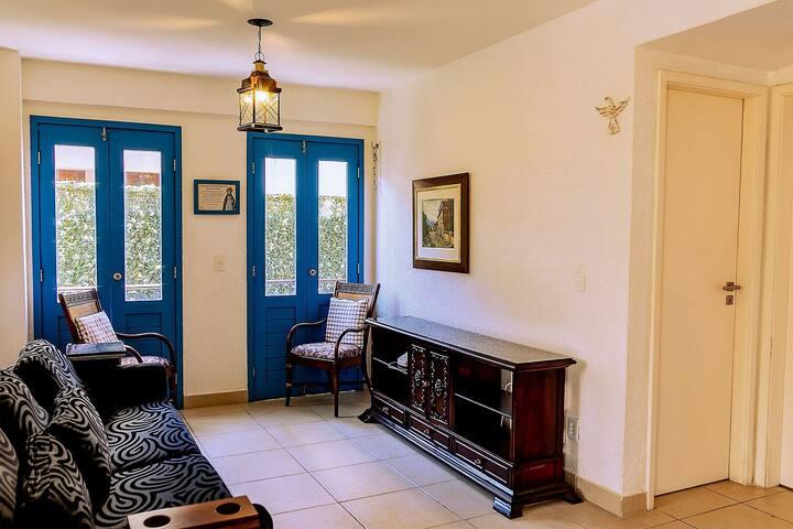 Flat com 2 quartos no centro de Guaramiranga - (105 Itaúna I)