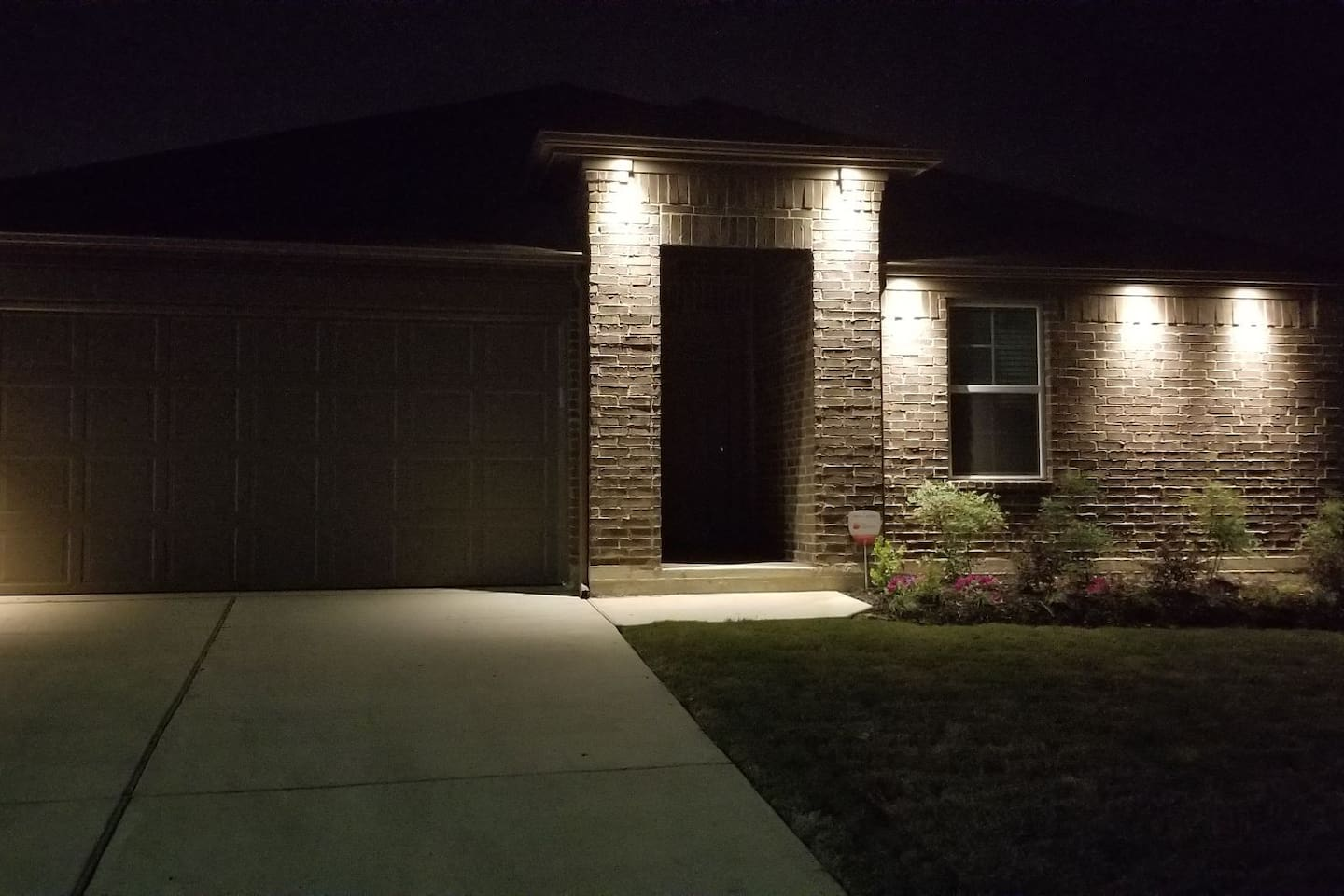Beautiful 3 bedroom house located in south Austin