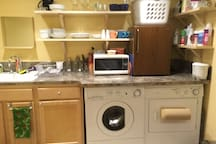 Kitchenette and laundry (we do our laundry in between guests)
