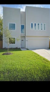 Affordable Modern BR in Central Houston Location