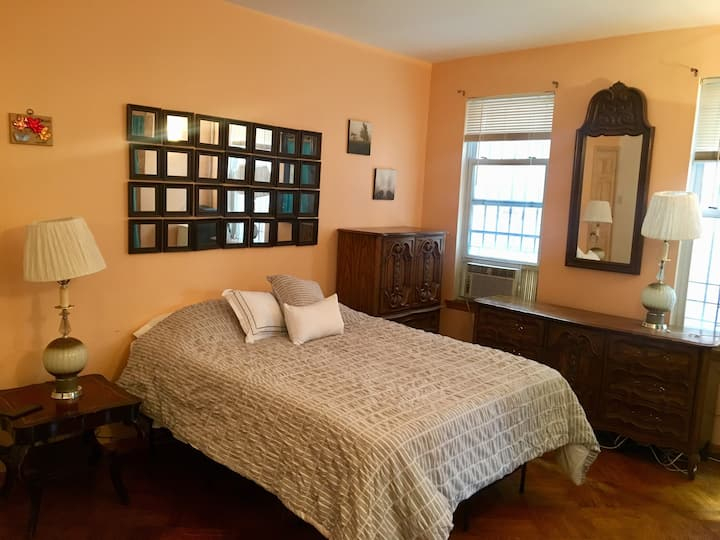 1 Bedroom Suite By LGA / JFK airports & NYC!