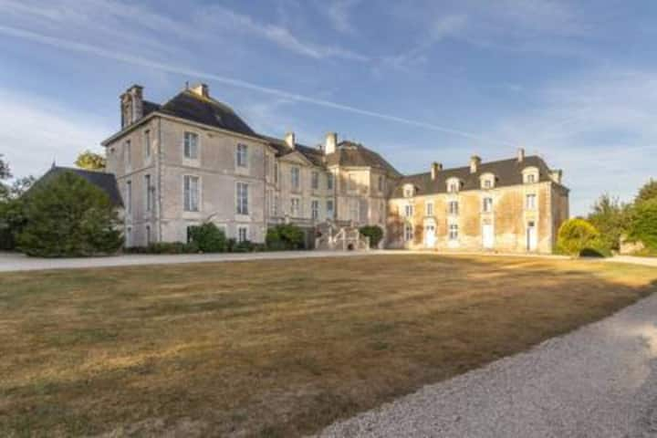 Château de la Rousselière-Chambre du Marquis