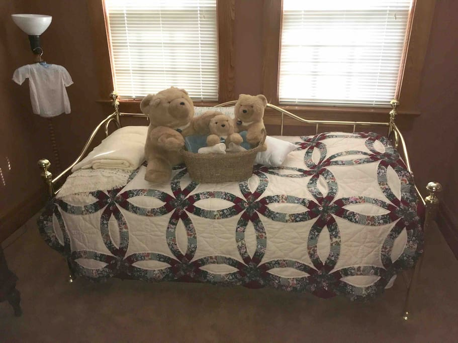 """Gund Family Bears"" welcomes you to the single bed or pulls out into 2 single beds"