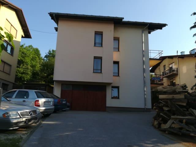 Apartman s dvije sobe i balkonima