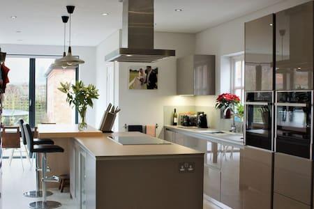Carlton House - Spacious family living - Melbourne - Hus