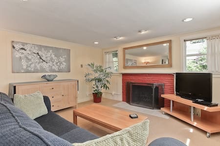Full Apartment 7 miles north of Downtown Seattle