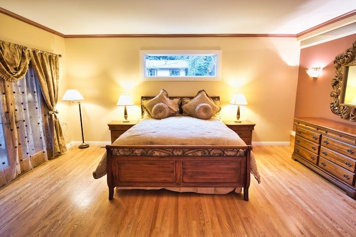 Spacious Master Suite 2 Blocks Downtown Calistoga