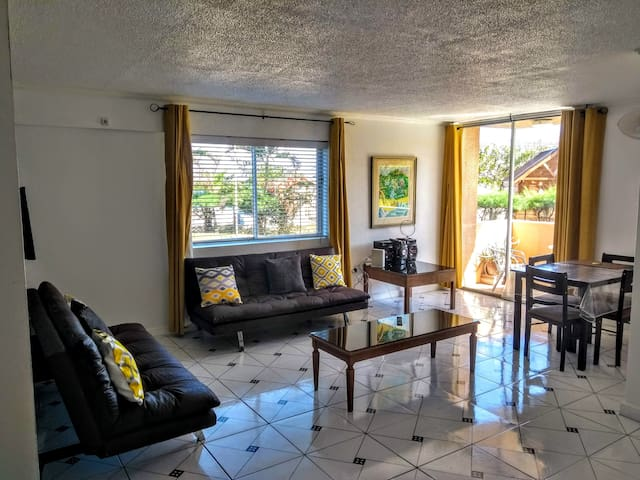 Contemporary Ground floor Flat, 10 yards to Beach