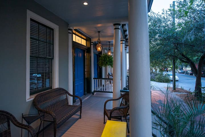 Mansion View: Elegant and Relaxing large 1BR - Savannah