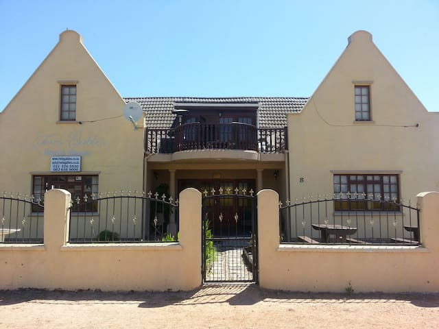 3* Twin Gables Guest House, Mamre