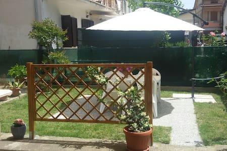 Private room near Assisi - Bastia Umbra - Apartment