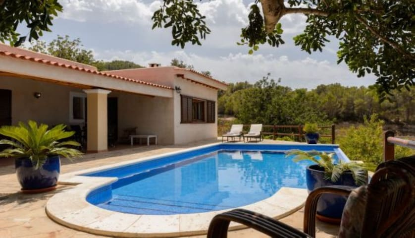 Beautiful Country House with Pool, Wi-Fi, Air-Conditioning, Garden and Sea View; Parking Available