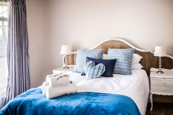 Opstal Guesthouse - Savanna Room