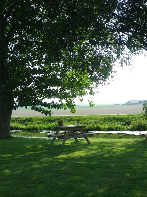 zitje met prachtig uitzicht over de landerijen.